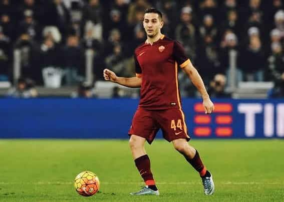 Chelsea & Arsenal battle for Greek defender Kostas Manolas 4