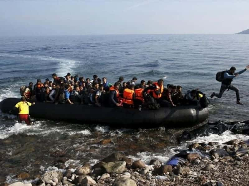9000 illegal immigrants and refugees on Greek islands 26