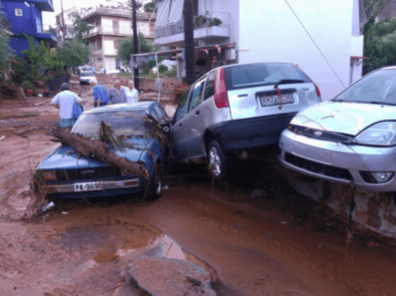 Torrential rain has left 3 people dead in Kalamata 13