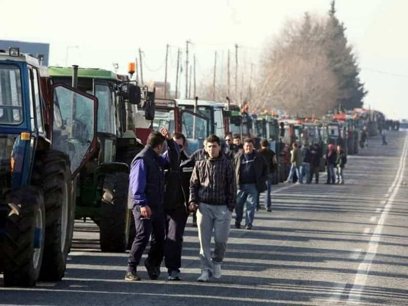 Farmers block border with FYROM 1