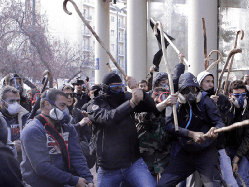 Cretan farmers clash with riot police in Athens 7