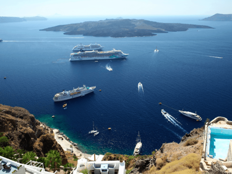 Bomb prank on Santorini ferry follows real threat near Larisa 43