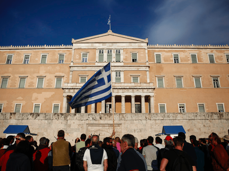Alpha Bank reports Greek economy on recovery path 7