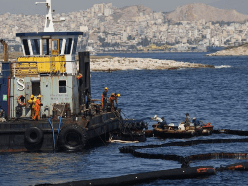 Fuel smugglers arrested over disastrous oil spill 1