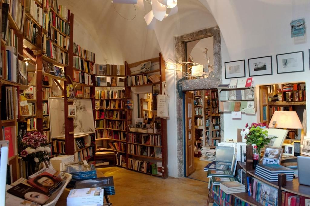 World's best bookshop is located in Santorini 10