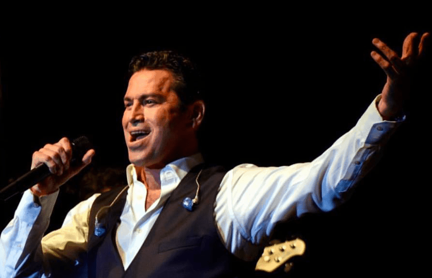 One of the world's great tenors, Mario Frangoulis,  flies into Sydney to serenade 3