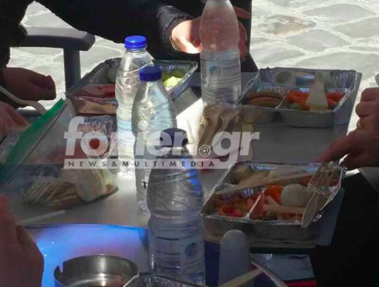 Tourists in Crete bring their own food to eat at local tavern 20