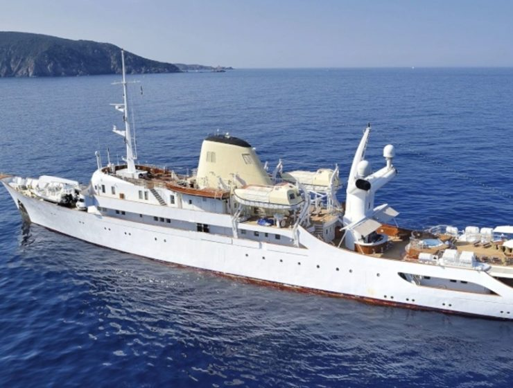 Luxurious 'Christina O' docked in Piraues 3