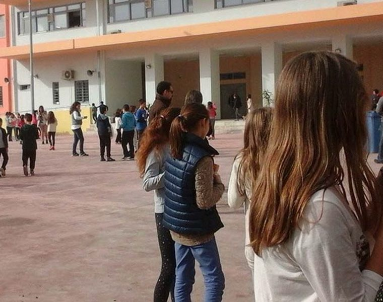 Mobile phones banned at schools in Greece 21