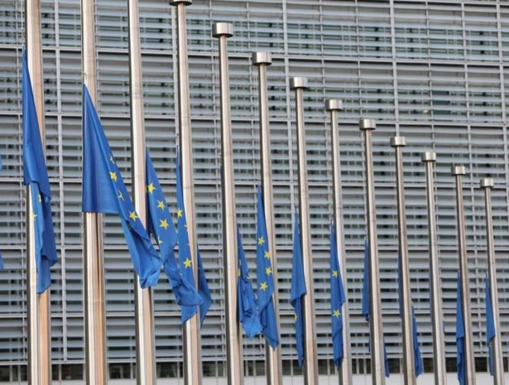 Flags lowered to half-mast at the European Commission 32