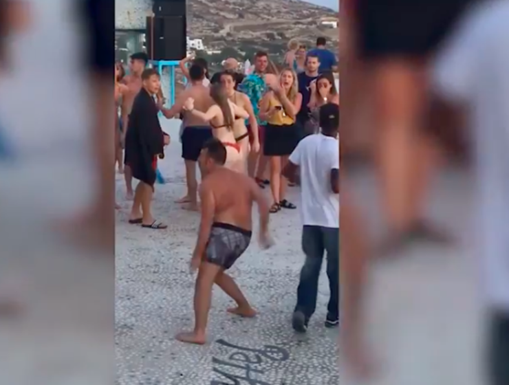 Funny footage of guy busting moves in Greece goes viral (VIDEO) 5