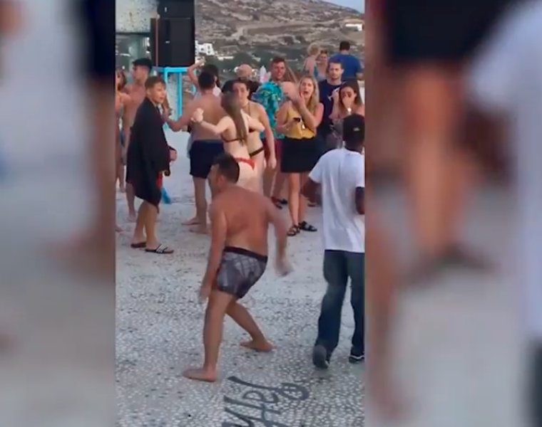 Funny footage of guy busting moves in Greece goes viral (VIDEO) 6