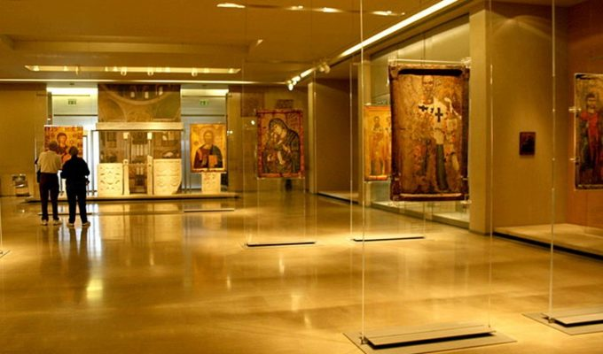 Four years jail for women who vandalised Athens museums with oil spray 14