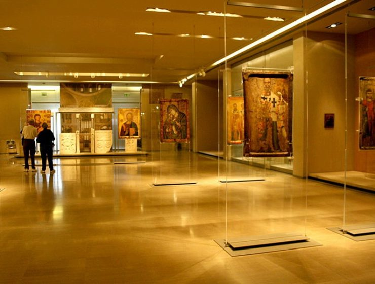 Four years jail for women who vandalised Athens museums with oil spray 5