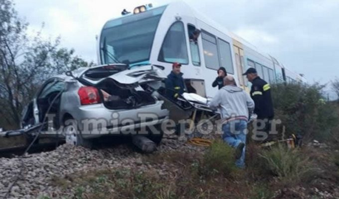 Train collides with car in Lamia, leaving one woman dead 2