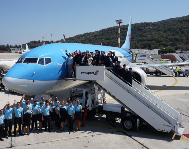 "TUI names their new Boeing 737 ""Rhodes"" in honour of Greek island 1"