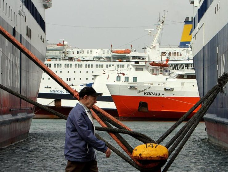 Greek ferry strike extended into Tuesday 5