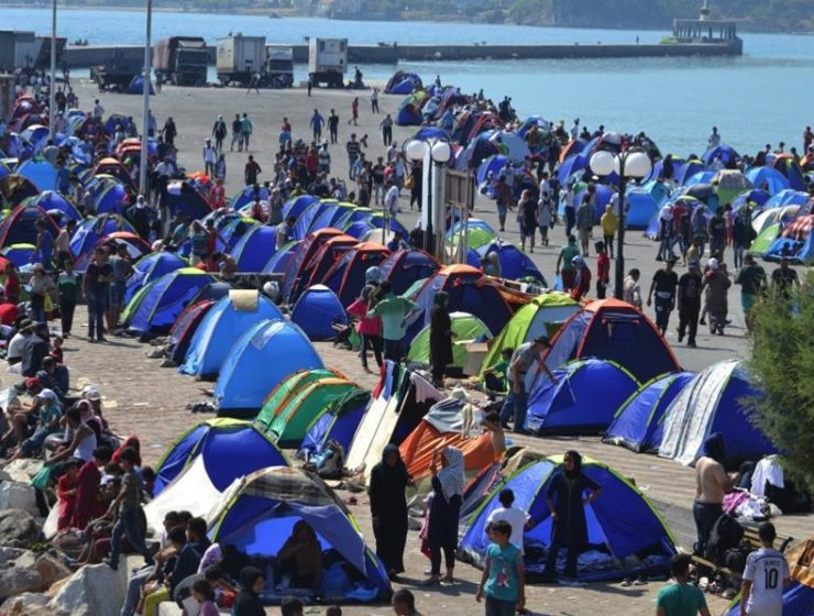 Overcrowded Lesvos migrant camp slowly releasing immigrants 17