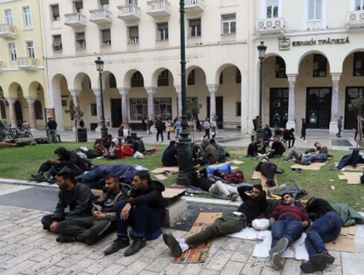 Migrants set up camp at Thessaloniki's Aristotle Square 9