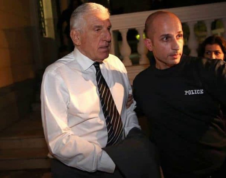 Witness admits to helping former PASOK minister export 2.5 million in cash 9