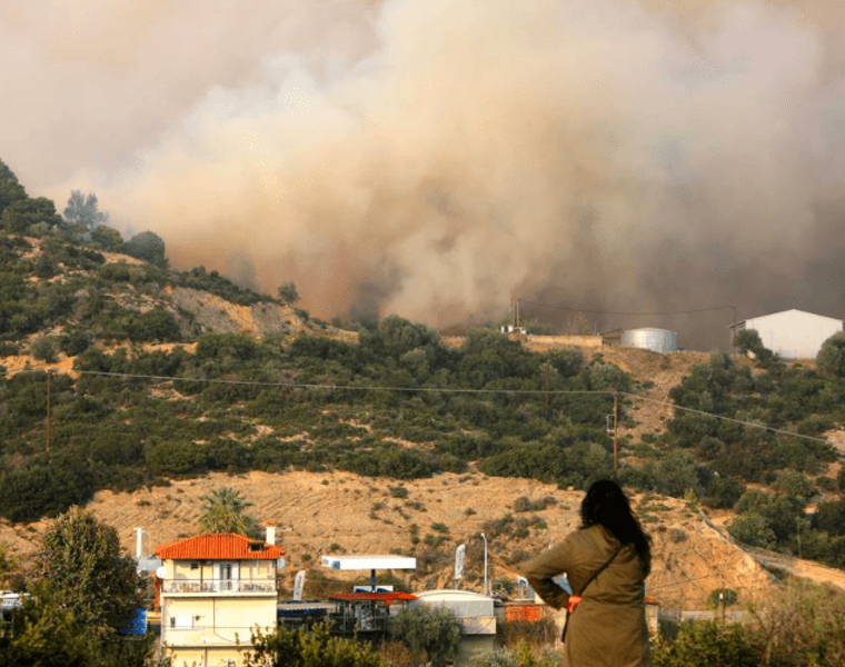 Wildfire in Sithonia, Halkidiki leaves village of Sarti in state of emergency 24