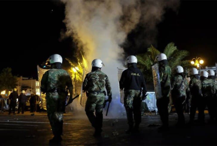 Fights break out in migrant camp in Thessaloniki 3
