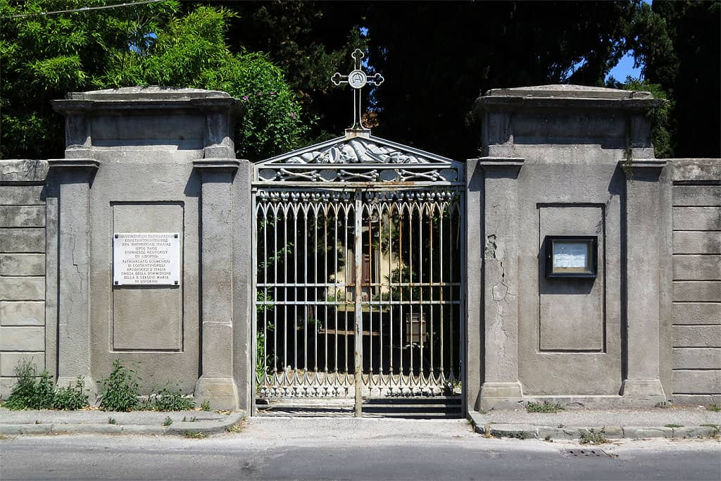 Scientists rush to save Greek cemetery and church in Italy 2