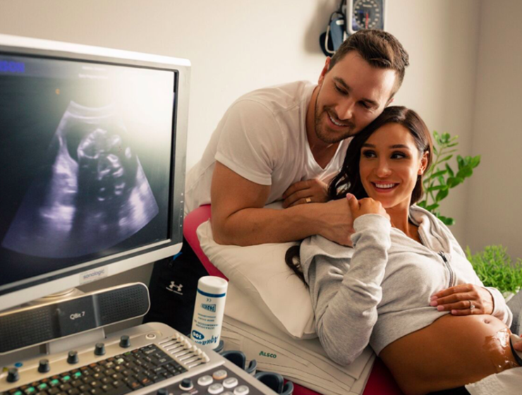 Greek Australian fitness sensation Kayla Itsines announces her pregnancy 45