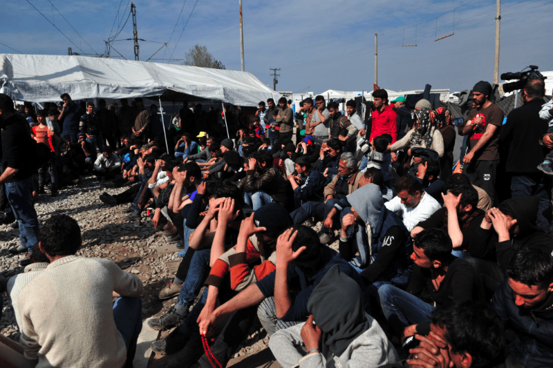 Human Rights Watch accuses Greek authorities of beating migrants 3