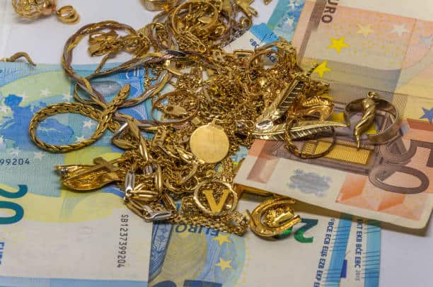 Police arrest pawn shop chain owner of gold smuggling 3