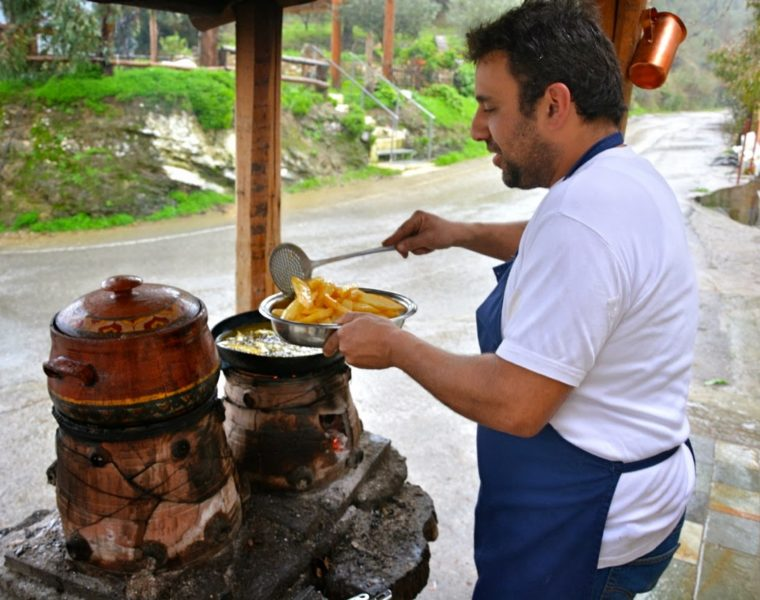 Crete's most authentic tavern serving the tastiest traditional dishes 3