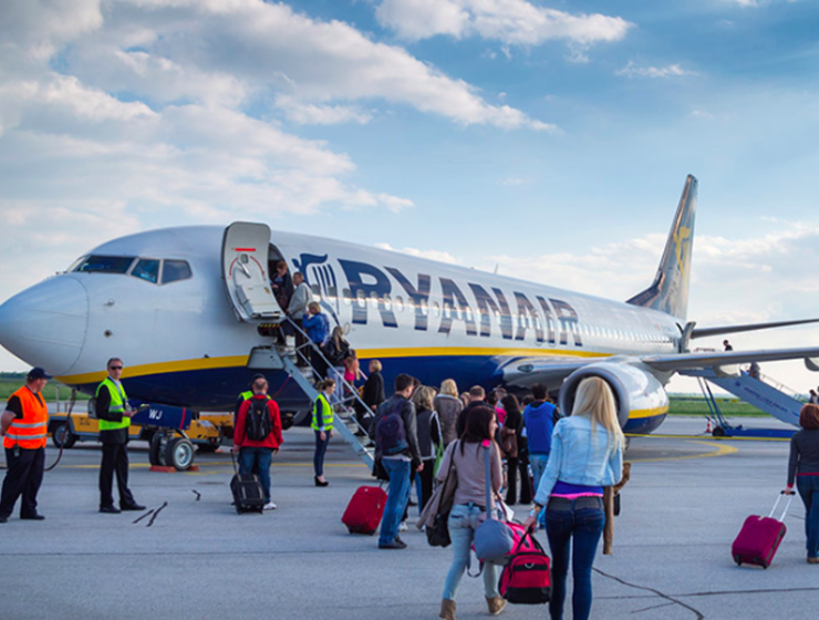 Ryanair to discontinue flights from Athens to Thessaloniki 6