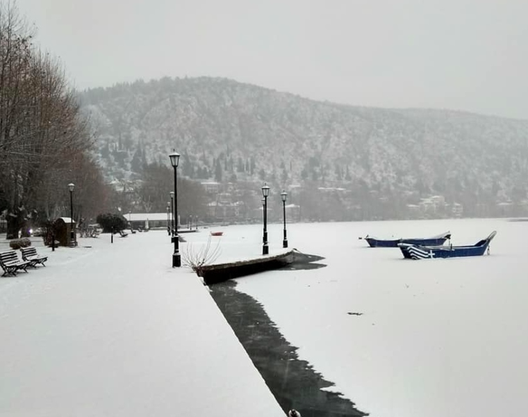"""""""Frozen"""" Kastoria Lake in all its glory (PICS) 9"""