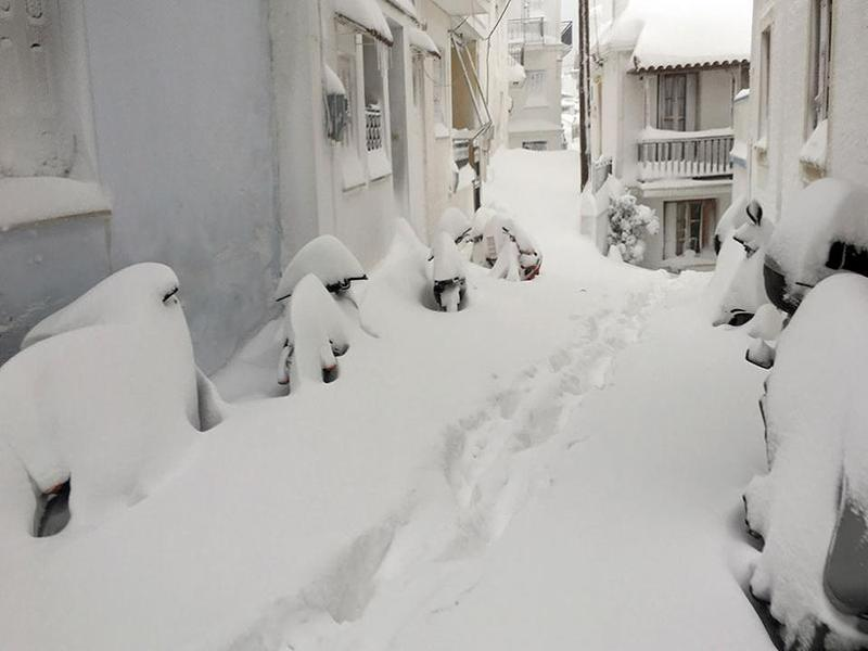 Snow set to hit Athens, Thessaloniki and Greek islands over next 24 hours 3