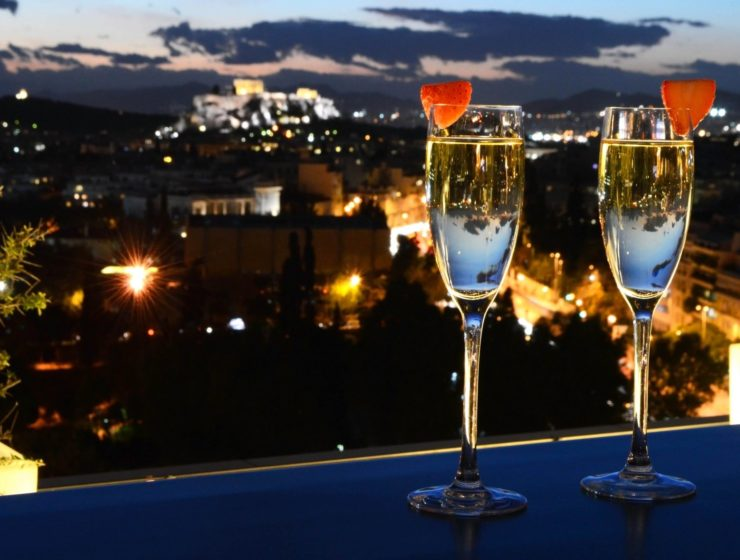 Survey reveals average Valentine's Day evening in Athens costs 70 euros 1