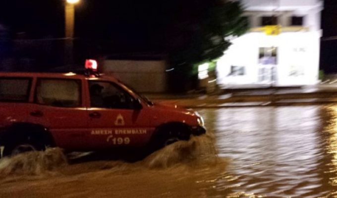 Four people missing after floods sweep through Crete 6