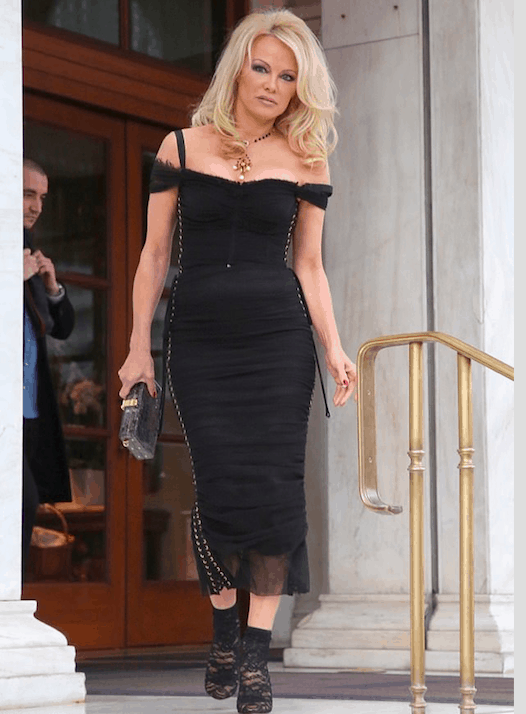 Former Baywatch Babe Pamela Anderson arrives in Greece for new TV Show 3