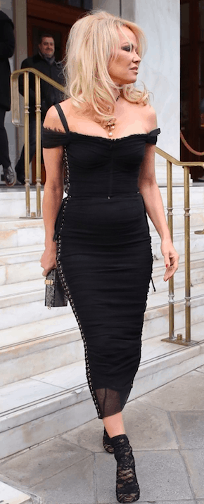 Former Baywatch Babe Pamela Anderson arrives in Greece for new TV Show 4