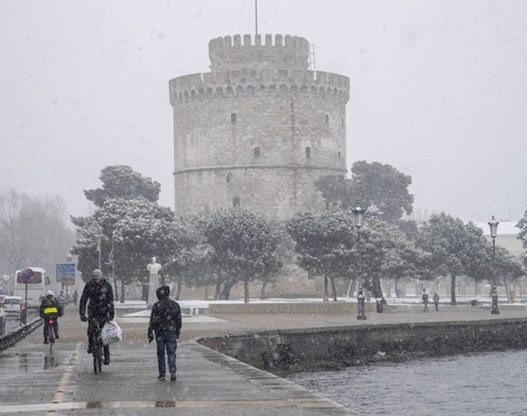 Snow and gale force winds sweep across Greece 10