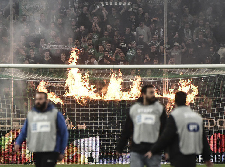Athens Derby Abandoned after fans and police clash 10