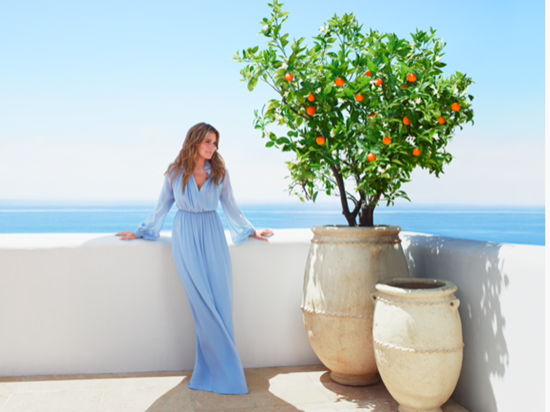 Granddaughter of Estée Lauder launches new perfume inspired by the Aegean Sea 1
