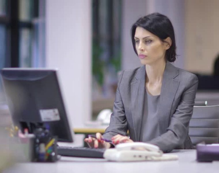 """Survey by expats claims Greece is the """"worst place for women to work"""" 8"""