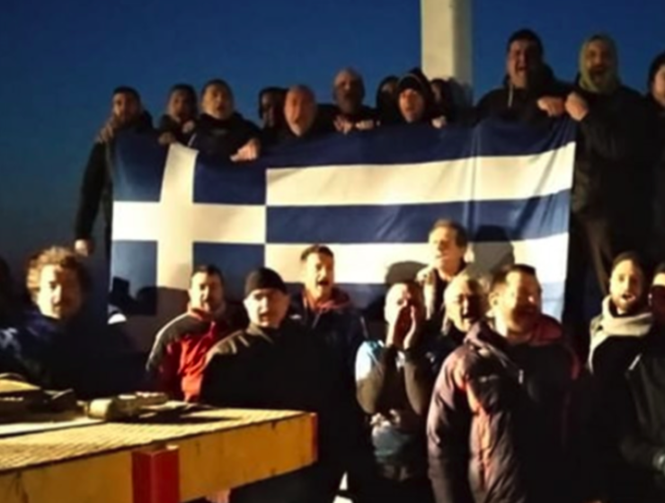 33 people detained by police for placing large Christian Cross on Lesvos island 1