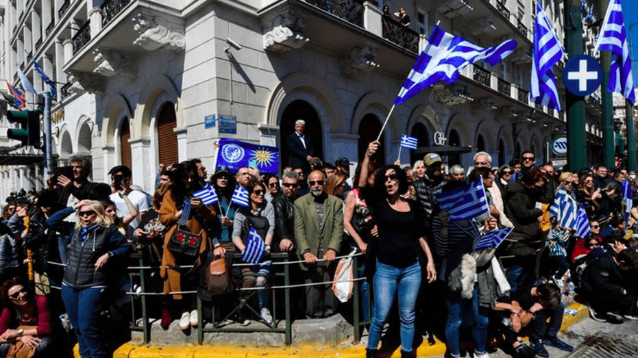 Greeks around the country sing 'Makedonia Xakousti', despite government trying to ban it 2