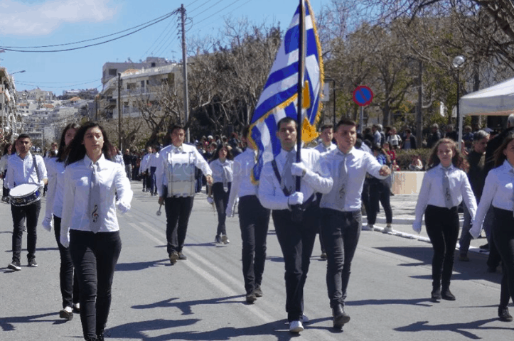 A blind student from Crete becomes proud flag-bearer for March 25 Parade in Chania 4