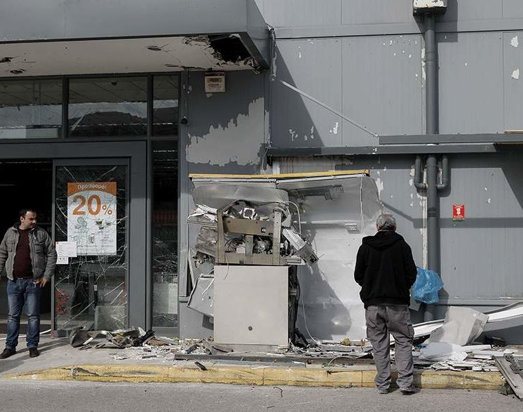 Supermarket ATM blown up in Gerakas, East Attica 3
