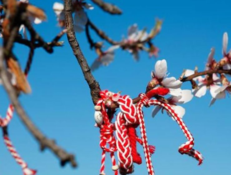 'Marti,' Greece's customary bracelet to welcome Spring 9