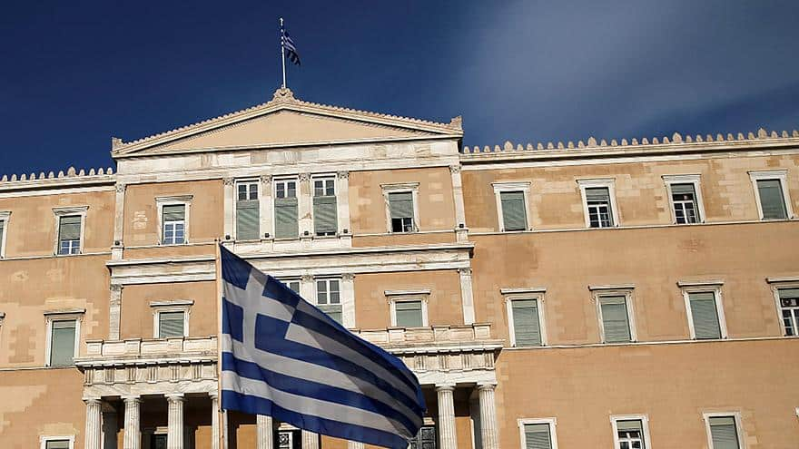 Greek government to raise pensions 2