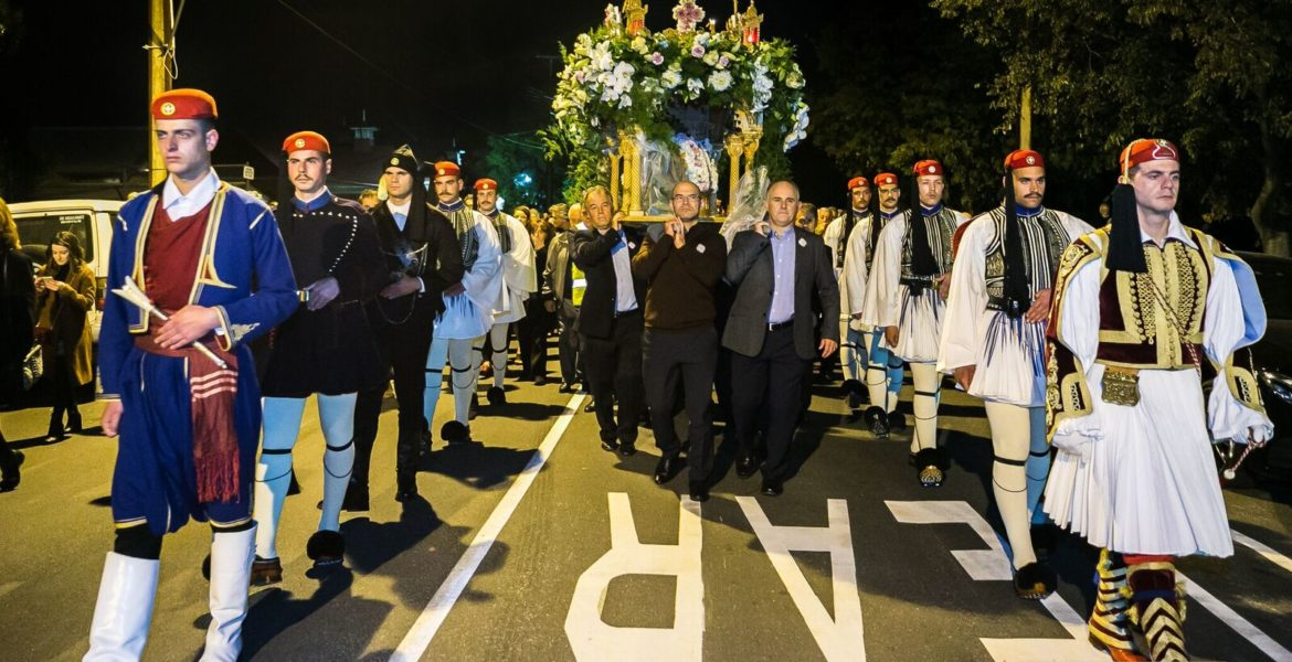 In a world first, Evzones stand guard at the Epitaphio in Adelaide 1