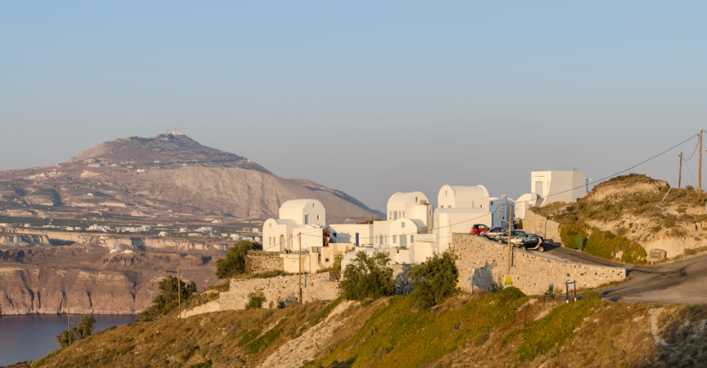 Young British couple die in Santorini after their buggy plunged 2